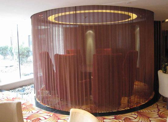 垂帘装饰网在餐厅隔断中的应用